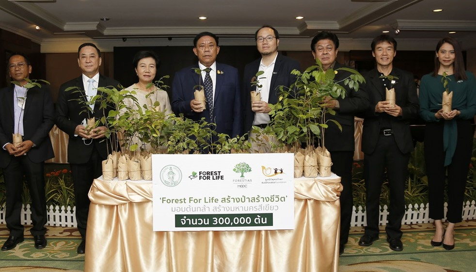 """Forest for Life"" Gives 300,000 Plants to Make Bangkok Green"