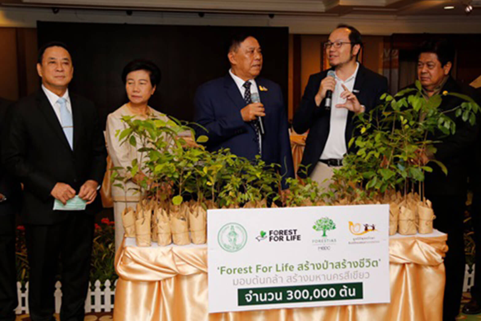 """Forest for Life"" Gives 300,000 Plants to Make Bangkok Green Forest for Life"